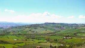 Paisaje toscano típico con las colinas verdes hermosas metrajes