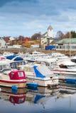 Paisaje típicamente noruego del pueblo pesquero  Foto de archivo libre de regalías