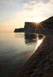 Paisaje tranquilo en la puesta del sol, paisaje costero rocoso, Reino Unido Imagenes de archivo