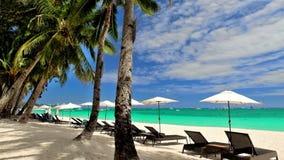 Paisaje tropical asombroso de la playa con las palmeras Isla de Boracay, Filipinas metrajes