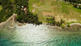 Paisaje tropical, campos y el mar Camiguin, Filipinas del arroz metrajes