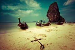 Paisaje tropical de la playa. Tailandia Imagen de archivo