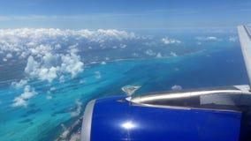 Paisaje tropical del océano de la costa de la visión aérea almacen de metraje de vídeo