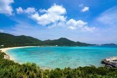 Paisaje tropical del paraíso en la playa de Aharen en la isla de Tokashiki en Okinawa, Japón imágenes de archivo libres de regalías
