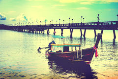 Paisaje tropical hermoso de la playa en el barco de Tailandia en el mar Adaman Fotos de archivo