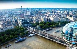 Paisaje urbano aéreo agradable de Londres con la estación de la cruz de Charing Fotografía de archivo