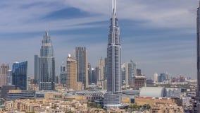 Paisaje urbano aéreo de la mañana con la arquitectura del timelapse céntrico de Dubai, United Arab Emirates almacen de metraje de vídeo