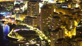 Paisaje urbano aéreo de Mónaco de la noche, centro turístico de lujo para los turistas ricos, propiedades inmobiliarias almacen de video