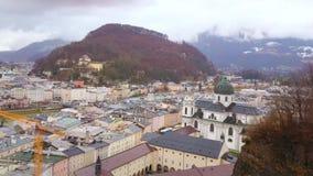 Paisaje urbano aéreo de Salzburg, Austria almacen de metraje de vídeo
