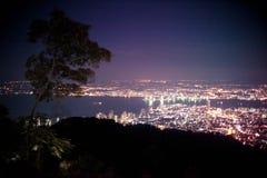 Paisaje urbano asombroso Penang céntrico en la noche, desde arriba de la opinión sobre rascacielos, iluminación de la demostració Fotos de archivo libres de regalías