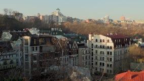 Paisaje urbano brumoso anaranjado Kiev, Ucrania, vídeo de la salida del sol de la cantidad 4k almacen de video
