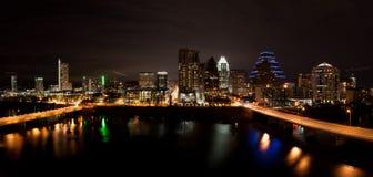 Paisaje urbano céntrico de Austin Tejas en la noche Imágenes de archivo libres de regalías