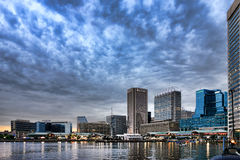 Paisaje urbano céntrico de Baltimore en el puerto interno imágenes de archivo libres de regalías