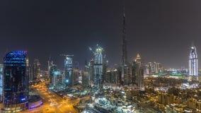 Paisaje urbano céntrico de Dubai con Burj Khalifa, timelapse de la antena de la demostración de la luz de LightUp almacen de metraje de vídeo