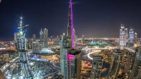 Paisaje urbano céntrico de Dubai con Burj Khalifa, timelapse de la antena de la demostración de la luz de LightUp metrajes