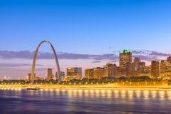 Paisaje urbano céntrico de St. Louis, Missouri, los E.E.U.U. fotografía de archivo libre de regalías