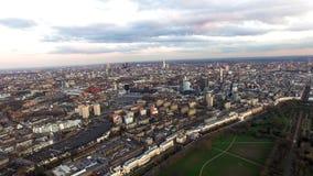 Paisaje urbano central de Londres de la visión aérea con el cielo de la oscuridad alrededor del parque regente y de Camden Town d Fotografía de archivo