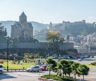 Paisaje urbano con el parque de Metekhi y de Tbilisi Fotografía de archivo libre de regalías