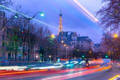Paisaje urbano con la torre Eiffel brillante y Fotografía de archivo