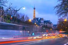 Paisaje urbano con la torre Eiffel brillante y Fotos de archivo libres de regalías