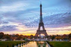 Paisaje urbano con la torre Eiffel en París, Francia fotografía de archivo libre de regalías