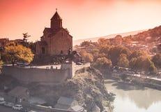 Paisaje urbano con Metekhi y Tbilisi Imágenes de archivo libres de regalías