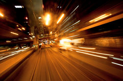 Paisaje urbano con reflexiones borrosas movimiento Foto de archivo