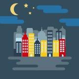 Paisaje urbano con Skyscarpers y media luna en la noche Fotografía de archivo libre de regalías