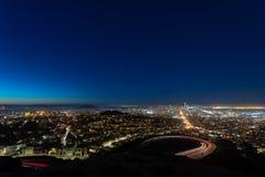 Paisaje urbano crepuscular fotos de archivo
