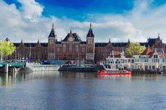 Paisaje urbano de Amsterdam en la noche Fotografía de archivo libre de regalías