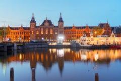 Paisaje urbano de Amsterdam en la noche Imágenes de archivo libres de regalías