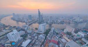 Paisaje urbano de Bangkok en la puesta del sol en la opinión del ojo de pájaro Foto de archivo libre de regalías