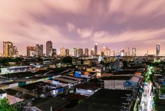 Paisaje urbano de Bangkok en las noches fotos de archivo