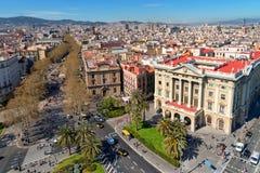 Paisaje urbano de Barcelona, vista aérea de la calle de Rambla del La, Cataluña, España Imágenes de archivo libres de regalías