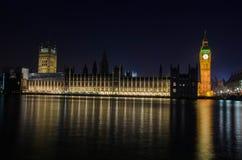 Paisaje urbano de Big Ben en la noche Imagen de archivo libre de regalías