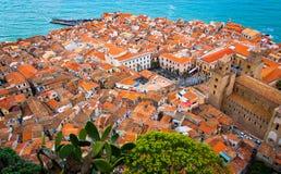 Paisaje urbano de Cefalu, Sicilia Imágenes de archivo libres de regalías