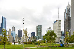 Paisaje urbano de Chicago del parque del milenio imagenes de archivo