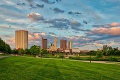 Paisaje urbano de Columbus Ohio en la oscuridad Fotos de archivo
