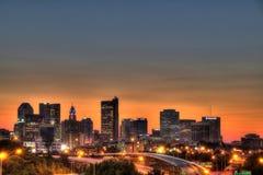 Paisaje urbano de Columbus Ohio en la oscuridad Foto de archivo libre de regalías