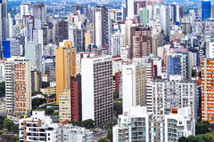Paisaje urbano de Curitiba, estado de Paraná, el Brasil Imagen de archivo libre de regalías