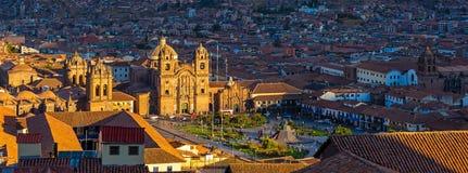 Paisaje urbano de Cusco en la puesta del sol, Perú fotografía de archivo libre de regalías
