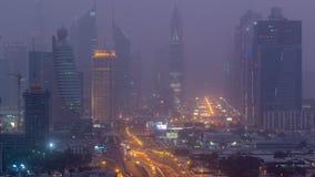 Paisaje urbano de Dubai durante día de la tempestad de arena al timelapse de la noche almacen de metraje de vídeo