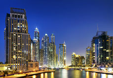 Paisaje urbano de Dubai en la noche, United Arab Emirates Foto de archivo libre de regalías