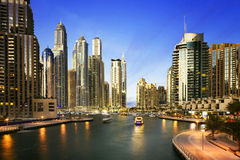 Paisaje urbano de Dubai en la noche, United Arab Emirates Imagenes de archivo