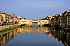 Paisaje urbano de Florencia por el día, Ponte Vecchio foto de archivo libre de regalías