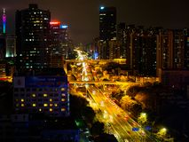 Paisaje urbano de gran altura de la vista nocturna de la ciudad de Guangzhou, China foto de archivo
