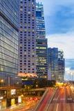 Paisaje urbano de Hong Kong en el crepúsculo Imagenes de archivo