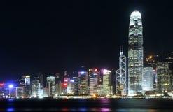 Paisaje urbano de Hong-Kong en la noche. Foto de archivo libre de regalías