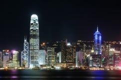 Paisaje urbano de Hong-Kong en la noche. Imágenes de archivo libres de regalías