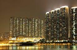 Paisaje urbano de Hong-Kong en la noche. Foto de archivo